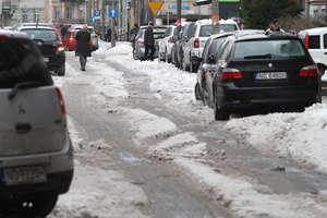 Uwaga na śliskie chodniki! Ostrzeżenie przed oblodzeniem