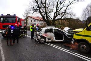 Zderzenie busa z osobówką w Bratianie. Dwoje rannych