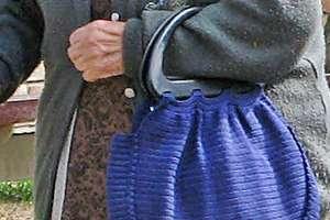 83-latka spacerowała w piżamie po mieście. Reagujmy - możemy uratować komuś życie!