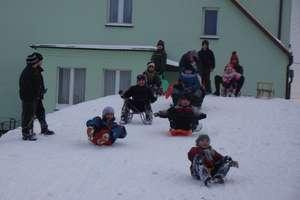 Zabawy na śniegu połączone z edukacją