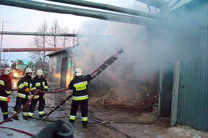 Zakład meblarski w płomieniach