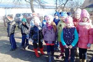 Przedszkolaki z Pieniężna z wizytą na wsi