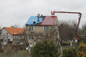 Wichura zerwała fragment dachu domu jednorodzinnego