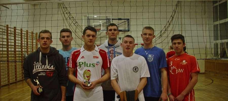 Na sali gimnastycznej Zespołu Szkół w Lipowinie odbył się XI turniej piłki siatkowej mężczyzn o puchar Wójta Gminy Braniewo