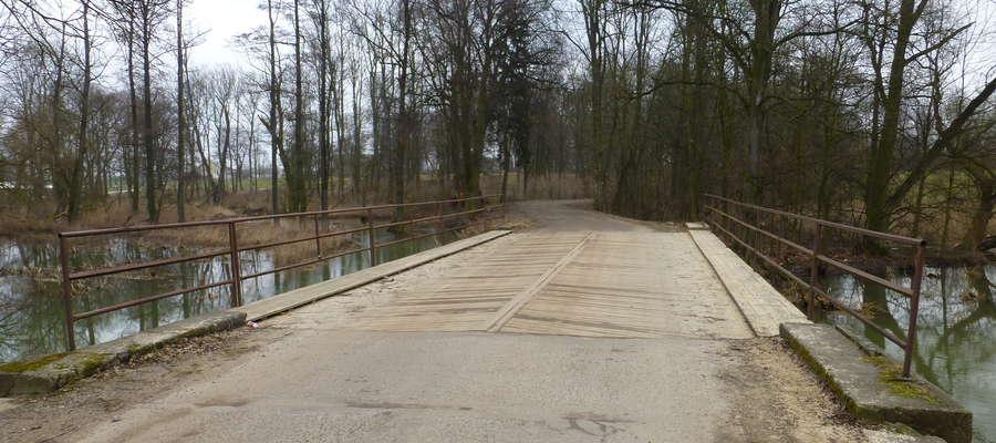 Wójt Michał Jasiński podkreśla, że budowa nowego mostu ułatwi życie sporej grupie mieszkańców