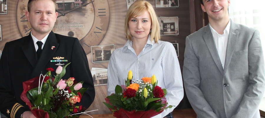 Komandor Dmitrukowski z żoną i nauczycielem z LO Tomaszem Kowalewskim