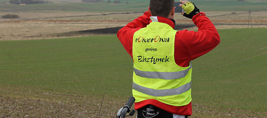 Rowerzyści z Bisztynka nie biją rekordów prędkości. Często zatrzymują się, aby podziwiać krajobrazy, przyrodę i zwiedzić zabytki.