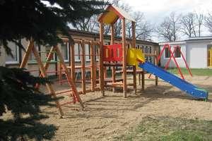 Nowy plac zabaw przy szkole w Sątopach