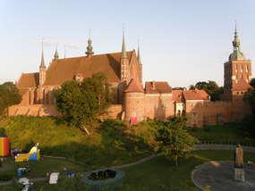 Mury obronne wzgórza katedralnego