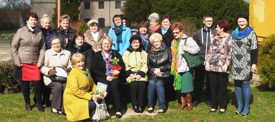 Uczestnicy spotkania z pisarką Małgorzatą Kalicińską