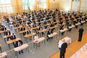 Maturzyści napisali list do premiera i ministra edukacji. Chcą konkretów w sprawie egzaminu dojrzałości [SONDA]