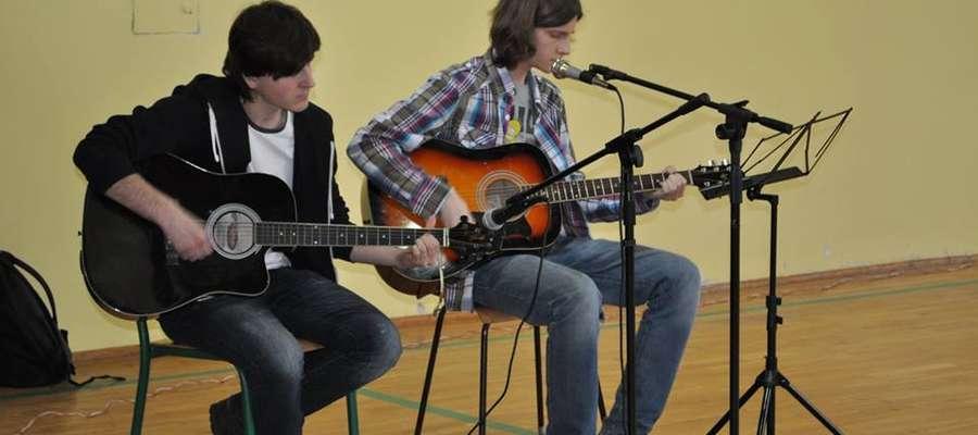 Były m.in. popisy gitarzystów