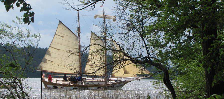 Dwumasztowiec na Bełdanach