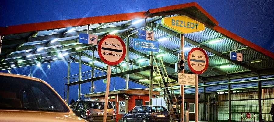Dwie sfałszowane polisy OC okazali podróżni na przejściu granicznym w Bezledach.