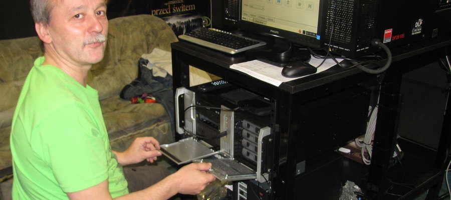 — Projektor jest dobrze przystosowany do parametrów braniewskiego kina — mówi Adam Siegmund z firmy instalującej nowy sprzęt — Kino będzie mogło prezentować obrazy w technologi 3D