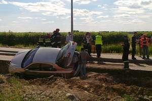 Renault spadł z drogi pod Starą Różanką