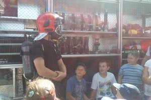 Strażacy urządzili pokaz dla dzieci ze Szkoły Podstawowej w Pieckach