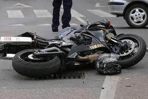 Wypadek na DK 7. Samochód zderzył się z motocyklem