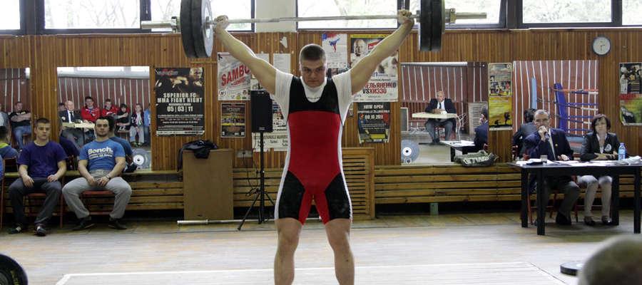 Julian Falkowski jest obecnie najlepszym ciężarowcem elbląskiego klubu
