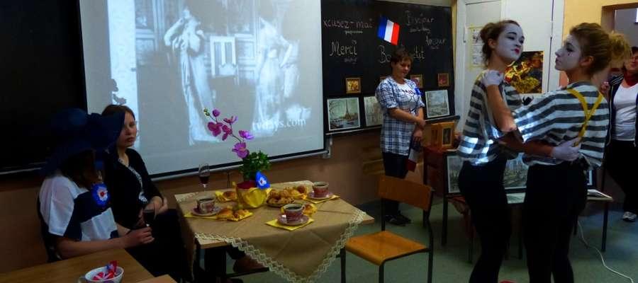 Uczniowie na wiele różnych sposobów przekonywali, że kraje Europejskie są bardzo atrakcyjne turystycznie i kulturowo.