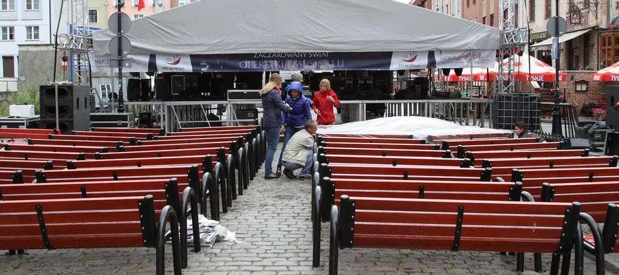Na ul. Stary Rynek trwają przygotowania do piątkowego koncertu