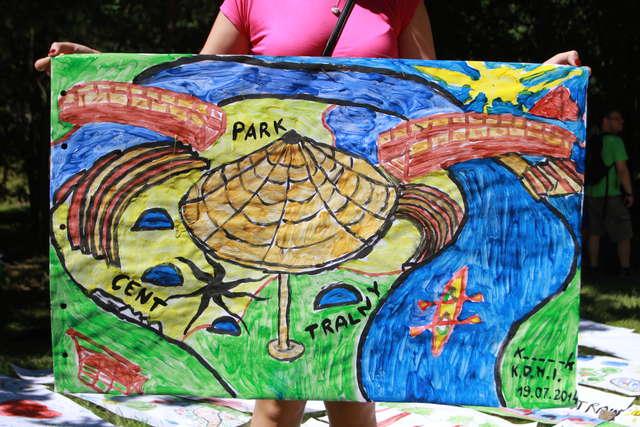 Wielkie malowanie w parku Centralnym - full image