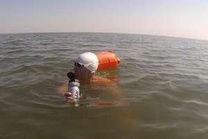 Maciej Michalunio znów przepłynął zalew. Ponad godzinę szybciej niż przed rokiem!