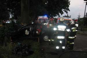 Dwóch młodych mężczyzn zginęło w rozbitym passacie