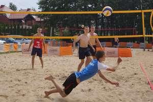 Zagraj w plażówkę w Rybnie