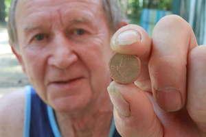 Niezwykła historia pewnej monety znalezionej pod drzewem