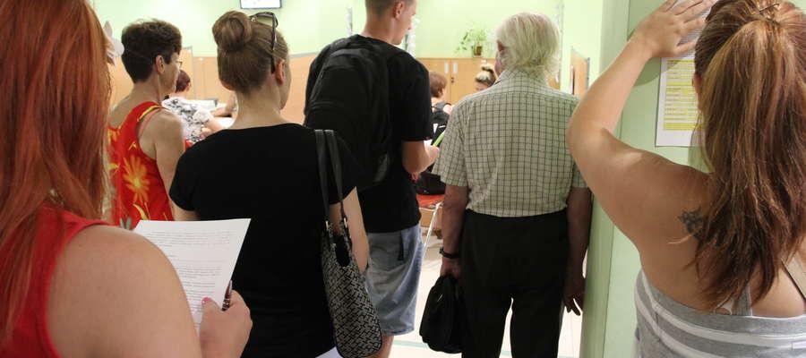 Kolejka w olsztyńskim oddziale ZUS w przedostatni dzień składania wniosków