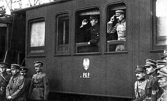 Piłsudski i Petlura w czasie spotkania w Winnicy, 16.05.1920 - full image