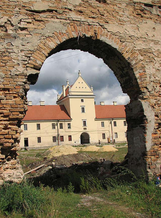 Zamek Sobieskich w Żółkwi - full image