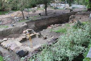 Robotnicy odkopali browar zamkowy w parku