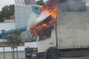 Przy basenie paliła się ciężarówka