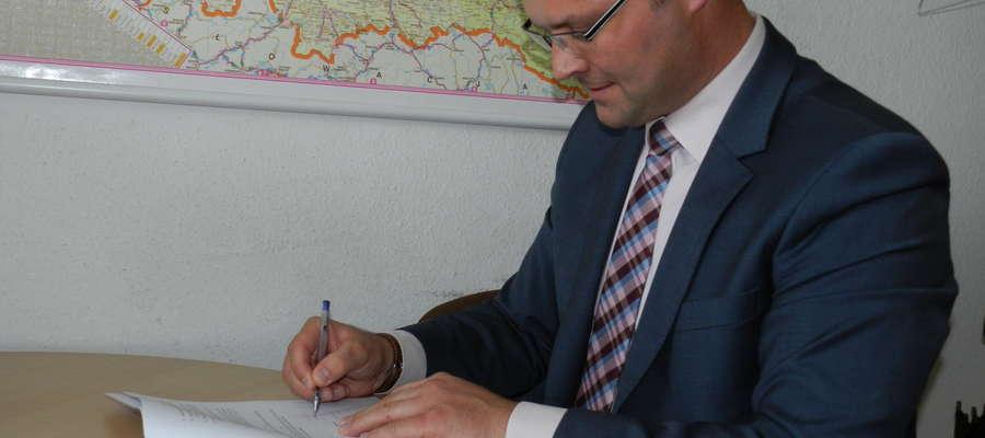 Wójt Paweł Ruszczyński podpisał umowy na dofinansowanie