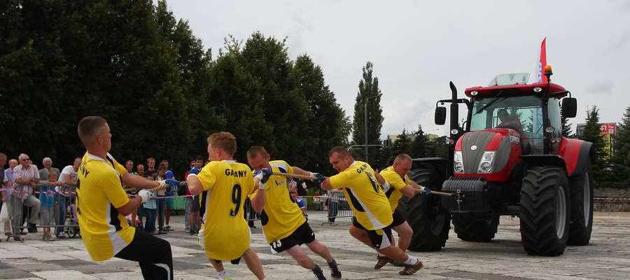 Jedną z konkurencji Herkus Cup było przeciąganie ważącego ponad 6,5 tony ciągnika