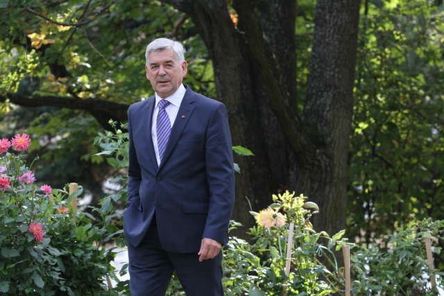 Prof. Ryszard Górecki, rektor UWM - full image