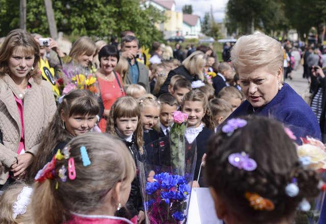 Prezydent Litwy do polskich dzieci mówiła po polsku - full image