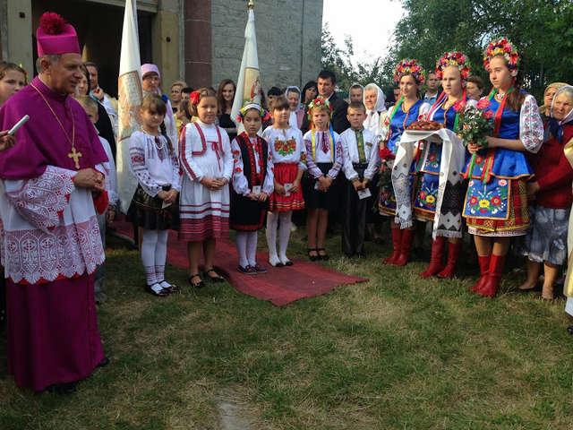 Katolicy odzyskali dwa kościoły na Ukrainie  - full image