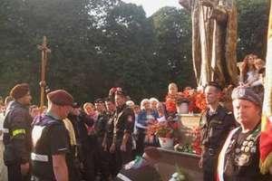 W Chmielnickim poświęcono pomnik Jana Pawła II