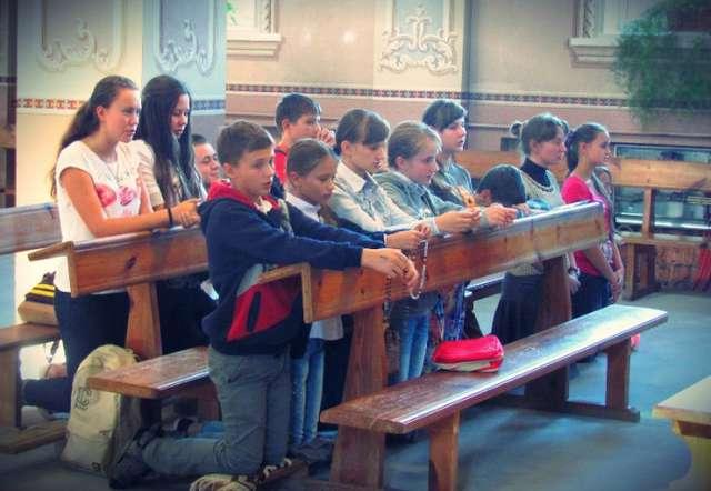 Katolicy tydzień bez przerwy modlili się za Ukrainę - full image