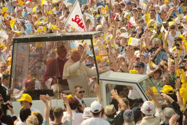 Ukraina: Jan Paweł II zastąpi sowieckiego marszałka - full image