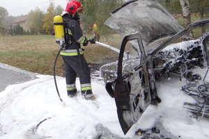 Ciężką pianą gasili forda