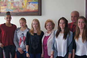 Kajakarskie mistrzynie z Mrągowa z wizytą u burmistrz