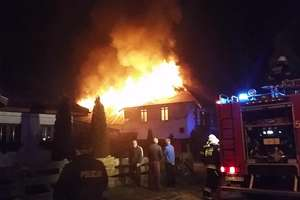 Spłonęła stolarnia w Międzylesiu. Film z akcji strażaków