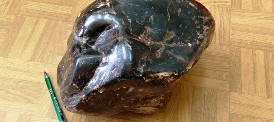 Ukradziony 8,5-kilogramowy bursztyn