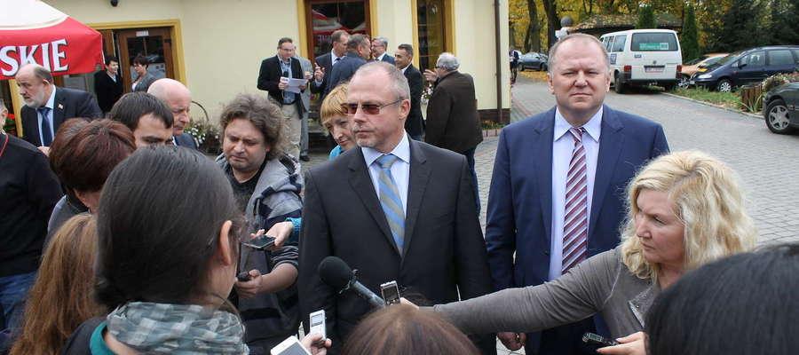 Konferencja spotkała się z bardzo dużym zainteresowaniem rosyjskich mediów. Na zdjęciu marszałek Jacek Protas i gubernator Nikołaj Cukanow podczas briefingu dla rosyjskich dzienikarzy.