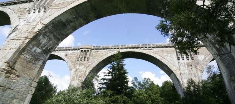 Najbardziej znanym obiektem turystyczym w gminie Dubeninki są słynne wiadukty w Stańczykach