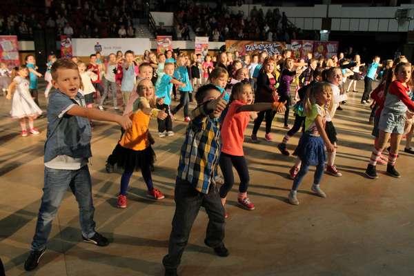 Tanecznie i z nagrodami na festynie w Uranii. Zobacz zdjęcia!
